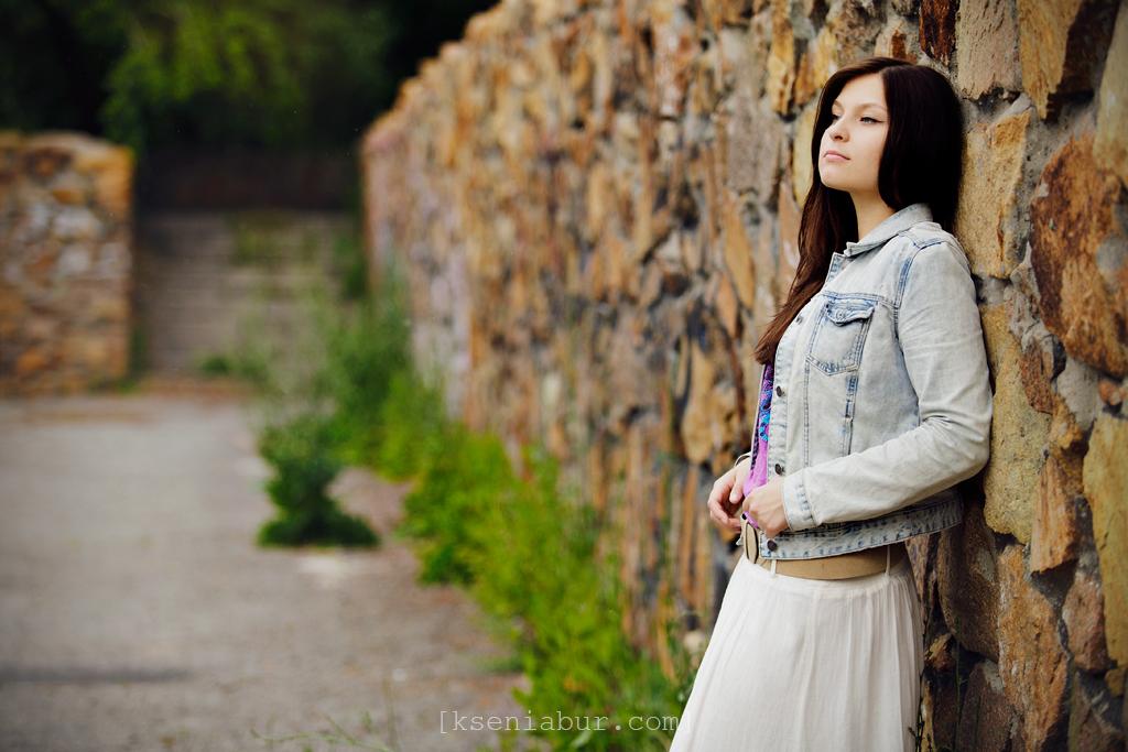 Персональная фотосессия девушки в парке летом