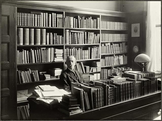 Portrett av Hjalmar Pettersen (1856-1928) på sitt kontor