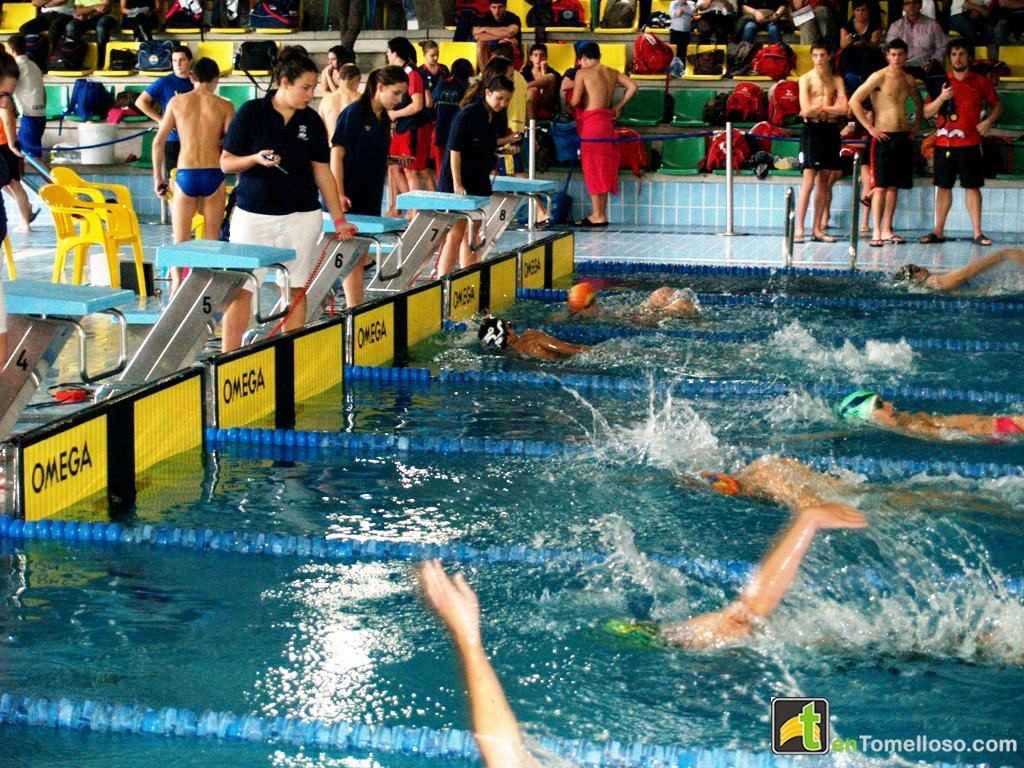 Comienza la liga de nataci n de castilla la mancha en la for Piscinas tomelloso