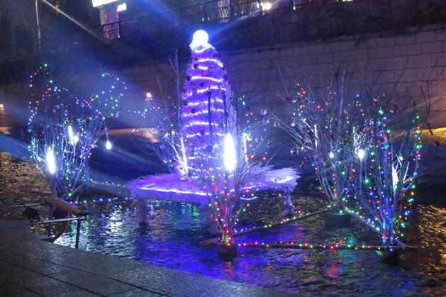 清溪川中的主燈