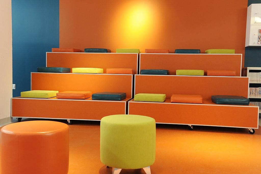 Gradins mobiles - Espace SODA - Bibliothèque de Brossard Georgette-Lepage