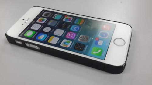 ประกอบร่างเคสแล้ว ก็เหมือน iPhone 5s ใส่เคสธรรมดาๆ