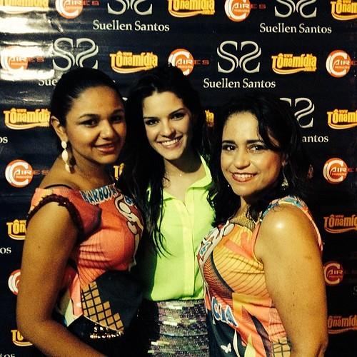 #suellensantos recebe fãs em seu #camarim na segunda noite de #carnaval2014  em #cristalandia #ss #tonamidia #pracima