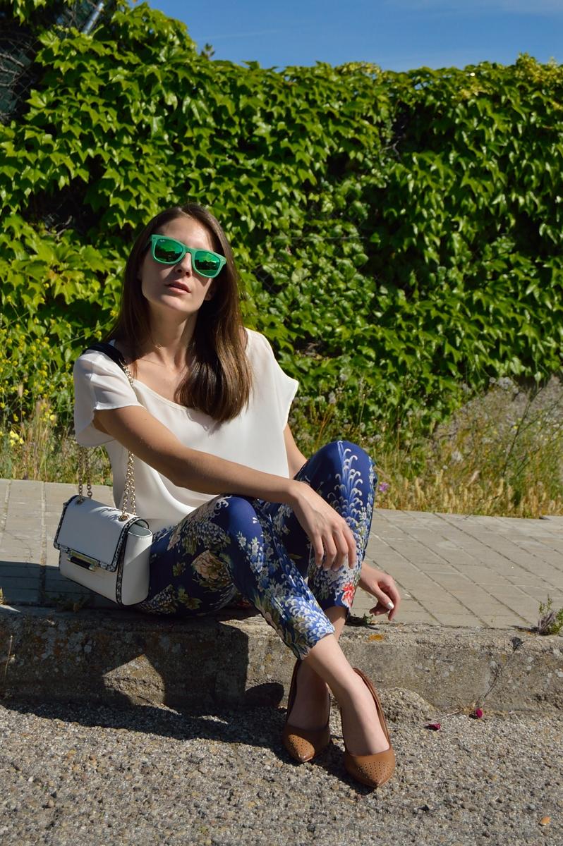 lara-vazquez-madlula-blog-style-green-rayban