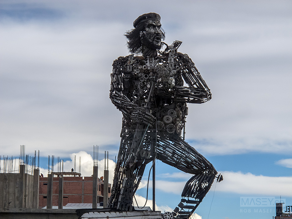 The 7m scrap metal statue of El Che Guevara.