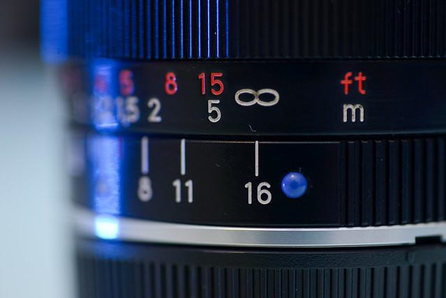 【小藍點 (Biogon T* 2,8/21 ZM)】Leica 鏡頭是紅點,算是相互呼應吧!
