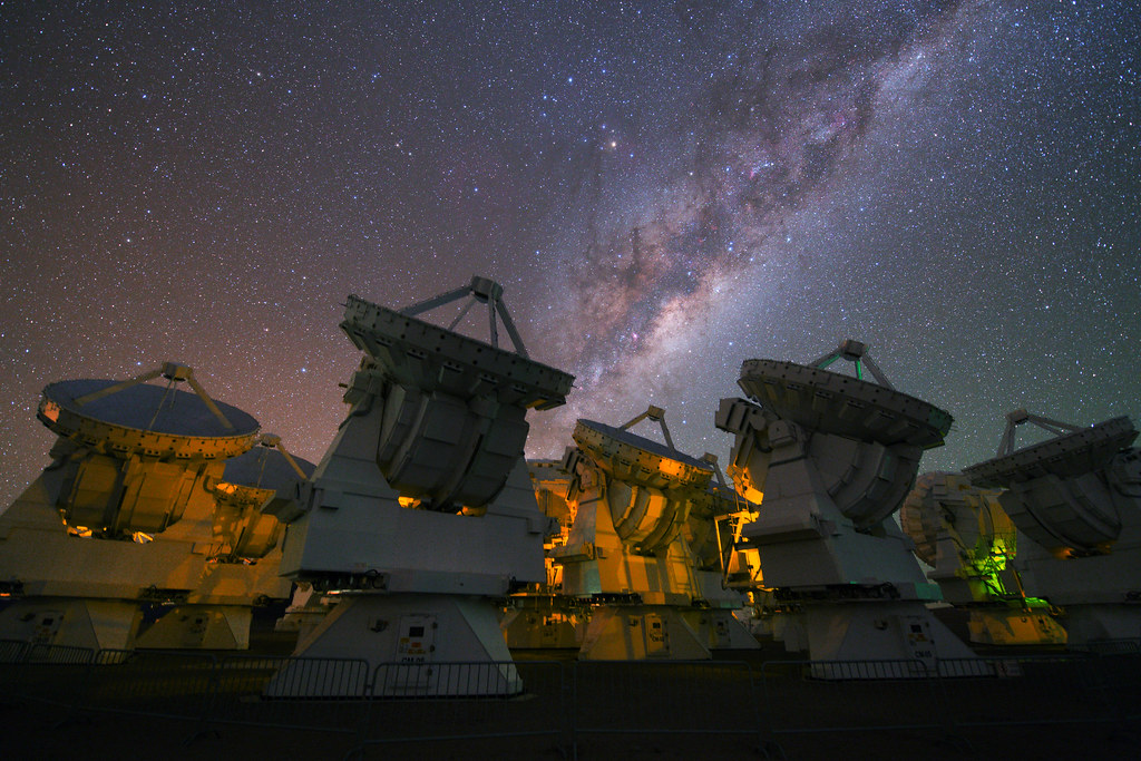 The Milky Way above the antennas of ALMA