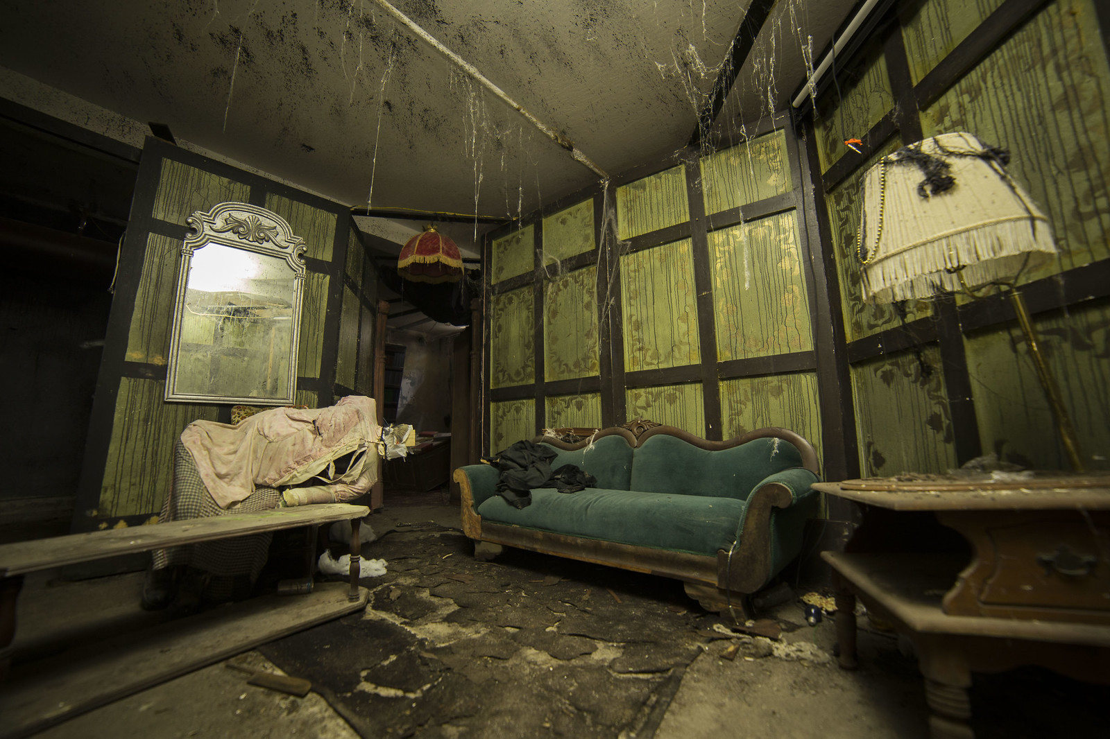OC A Room In An Abandoned Haunted House The Basement Of High School 1600x1067 Vid Comments