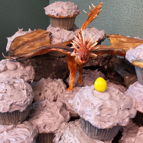 Hungarian Horntail dragon in a rocky arena with golden egg, inspired by Harry Potter IV (vanilla cupcakes). Criss was the genius who sculpted the dragon body. I got to make the wings.  #friends #community #learning #gratitude #birthday #celebrations #8yea