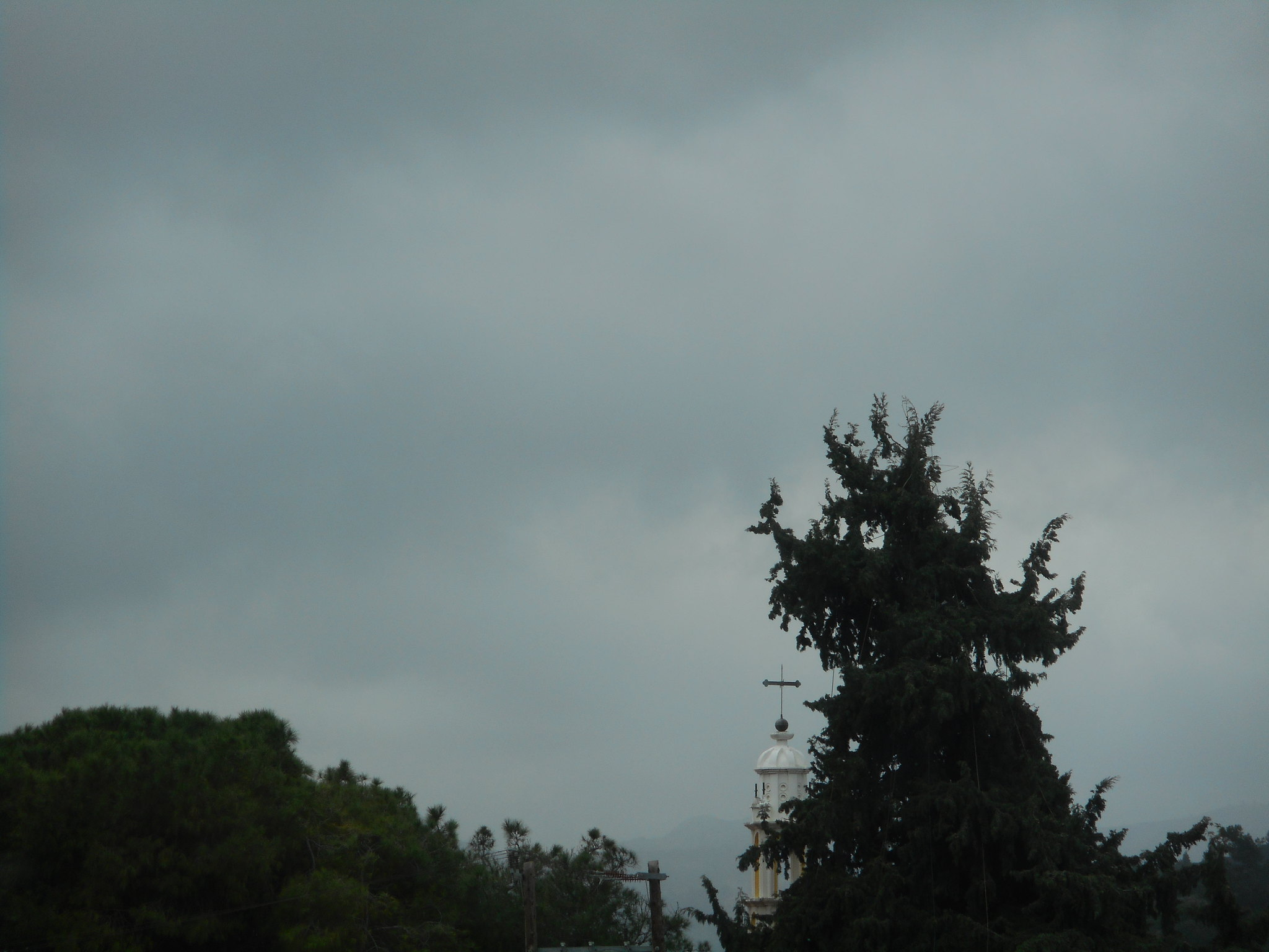 Μουντός ο καιρός πάνω από την Ψίνθο τις προηγούμενες μέρες λόγω αφρικανικής σκόνης