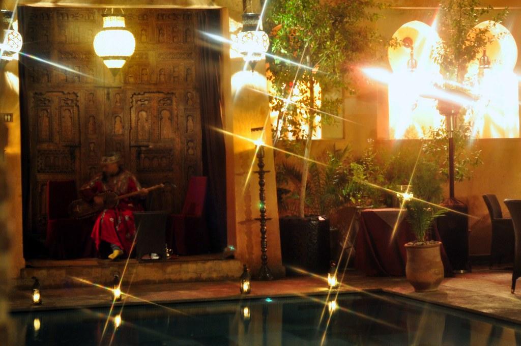 Las luces, el color, el ambiente y la música de La Maison Arabe de Marrakech son perfectos La Maison Arabe, experiencia mágica en Marrakech - 16374279802 219ff845a2 b - La Maison Arabe, experiencia mágica en Marrakech
