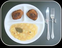 Fleischpflanzerl mit pikantem Kartoffelgemüse