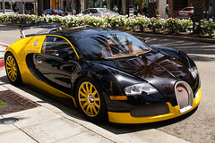 automobile(1.0), bugatti(1.0), wheel(1.0), vehicle(1.0), automotive design(1.0), bugatti veyron(1.0), land vehicle(1.0), supercar(1.0), sports car(1.0),