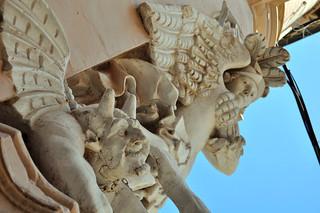 Qué ver en La Valeta: Detalle en una esquina de un edificio por las calles de La Valeta en Malta