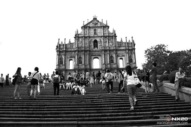 senado square black and white