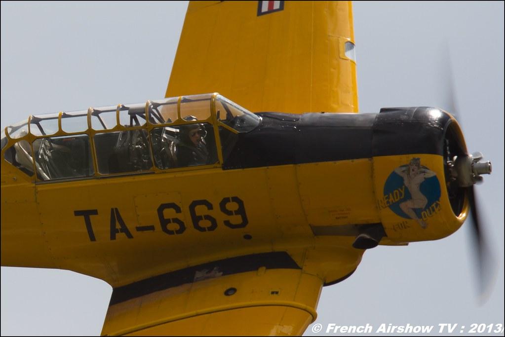 T-6 jaune T-669 AeroRetro , Meribel Air Show 2013