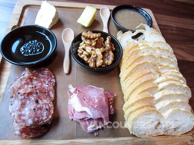 Grain Tasting Bar cheese and charcuterie plate
