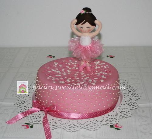 ♥♥♥ A Maria, que é a sobrinha mais fofa do Mundo inteiro e arredores, quis um bolo de bailarina para o seu aniversário, e cá está o resultado... Gostam? by sweetfelt \ ideias em feltro