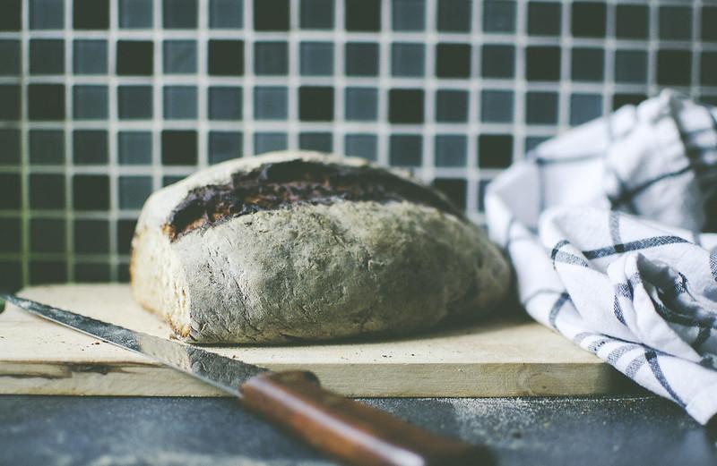 Bröd, pizza och frukost.