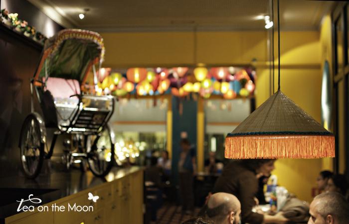 Paseando por barcelona the tallest man on earth tea on the moon viajes ni os m sica - Restaurante vietnamita barcelona ...