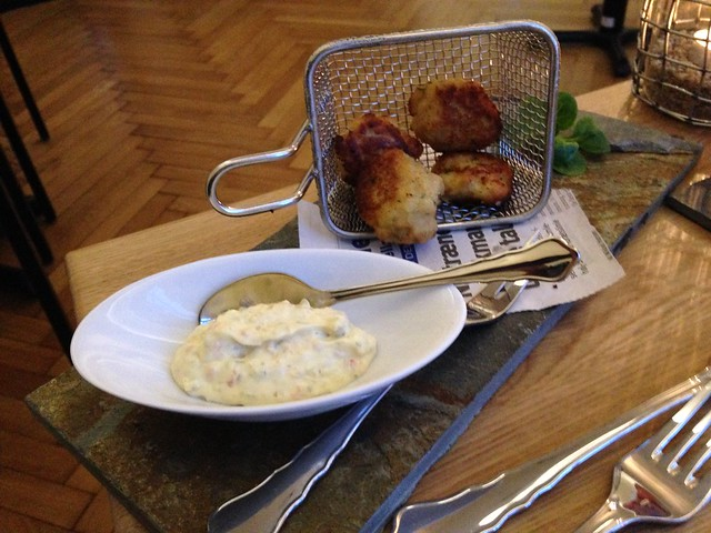 Fish cakes with home made pickle relish - Huset Blom