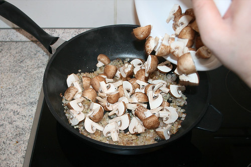 31 - Champignons dazu geben & Add mushrooms