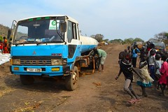 Bringing water to South Sudanese refugees in Uganda - Nyumanzi 1 refugee camp - An Oxfam water truck