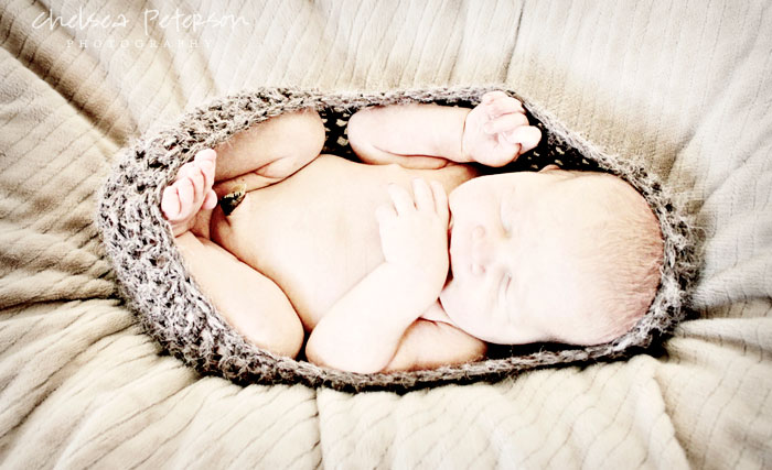 newborn-photography-crochet-sack-chelseapetersonphotography