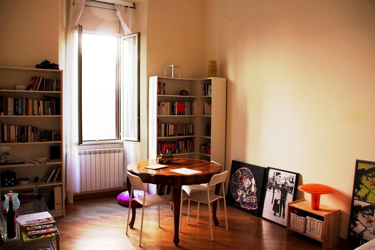 Aluguel de apartamento em viagem de férias: vale a pena? Nós no  #BB3810 1280x853 Banheiro Apartamento Alugado