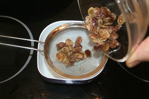 40 - Rosinen abtropfen lassen / Drain raisins