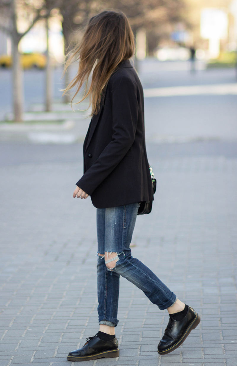 ripped jeans ans sequins