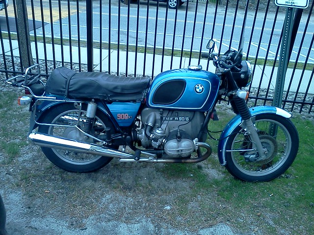 BMW R90/6 on campus
