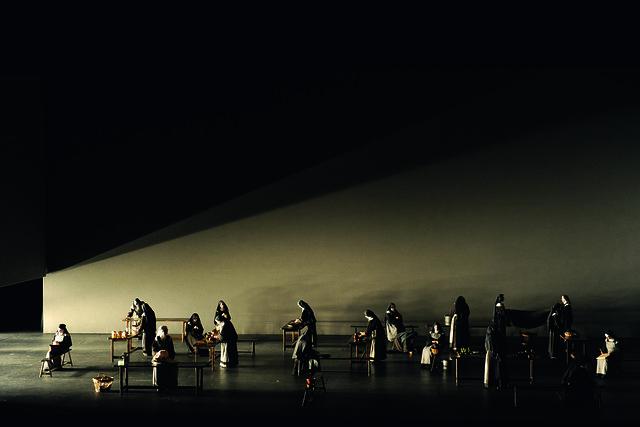 Dialogues des Carmélites, the Canadian Opera Company (2013) © Gary Beechey