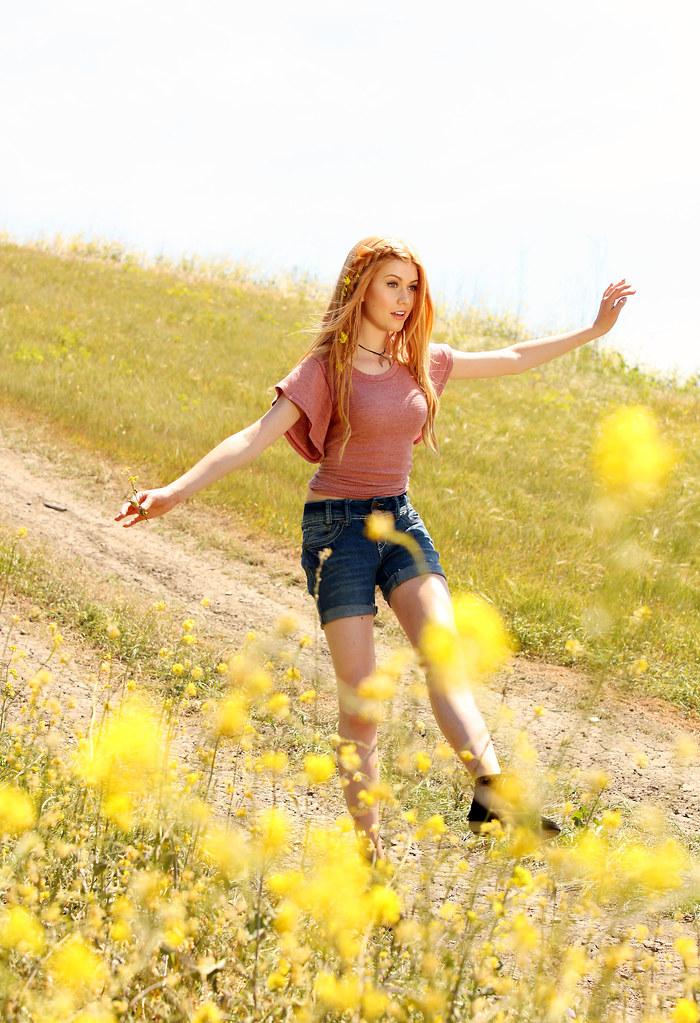 Кэтрин МакНамара — Фотосессия для «Wallflower Jeans» 2016 – 30