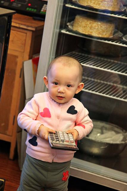 Little girl to be the shopkeeper in the future, Urumqi ウルムチ、未来の店主?