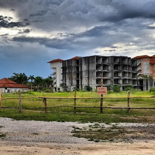 Di sinilah tempat kami menginap. Dikhabarkan, permainan paintball ada di sini. #Malaysia