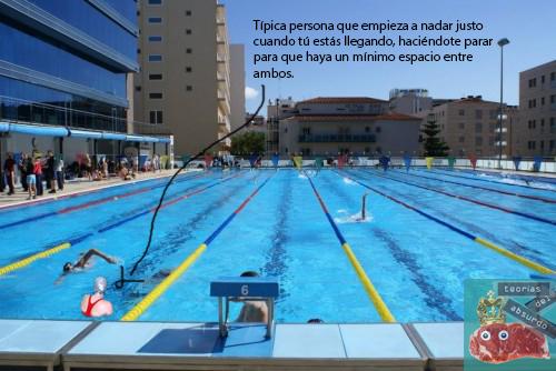Típica persona que empieza a nadar justo cuando tú estás llegando, haciéndote parar para que haya un mínimo de espacio entre ambos