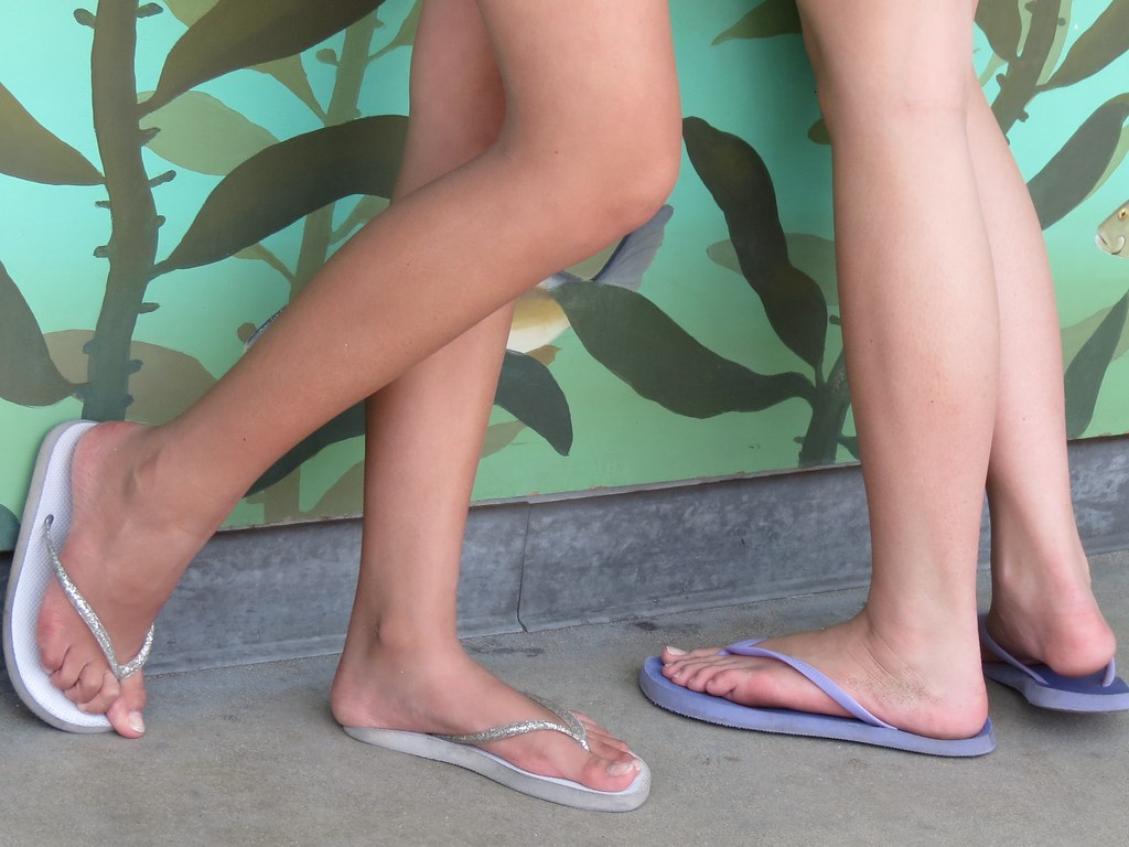 Candid hot teen feet for