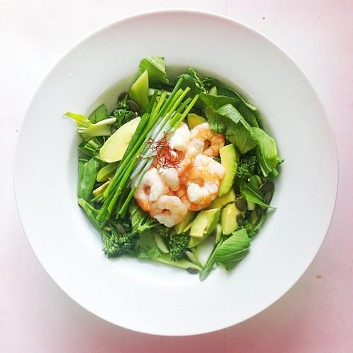 Cabbage week. Recipe n.1: prawns, broccoli, soya cream, saffron, pak choi (Chinese cabbage), chives, avocado, pumpkin seeds.  #salad #saladporn #saladpride #eatclean #healthnut #healthyfood #healthyfoods #healthylunch #healthys