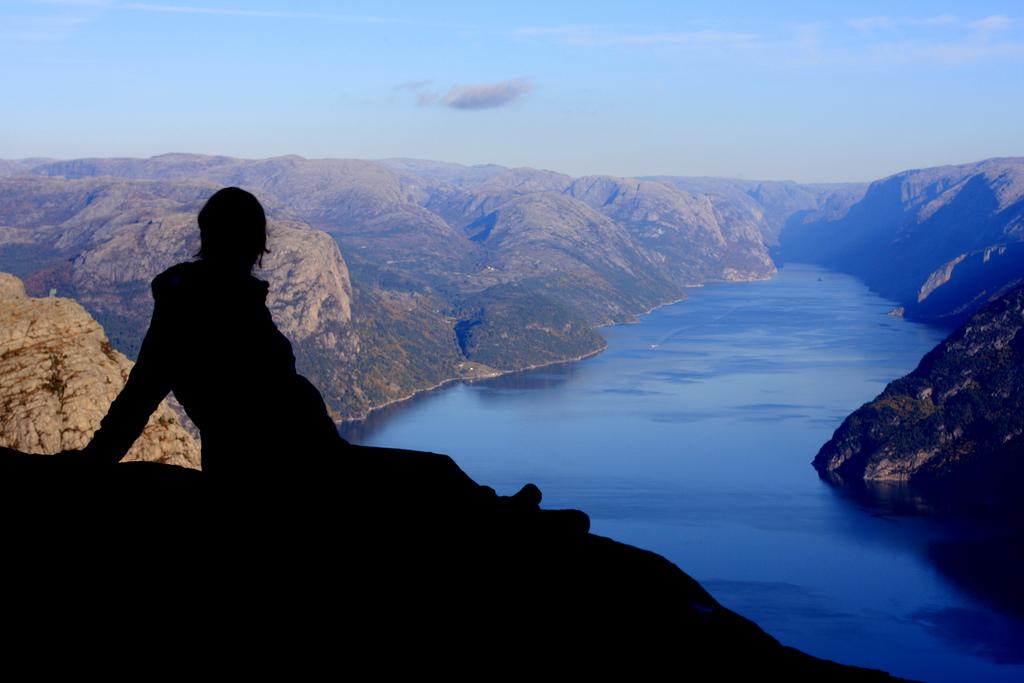 11. Silueta en Lysefjorden. Autor, Yodod