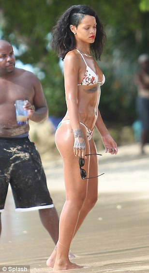 rihanna oiled down in bikini (3)