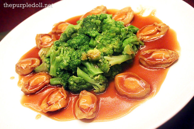 Braised African Abalone with Broccoli in Oyster Sauce