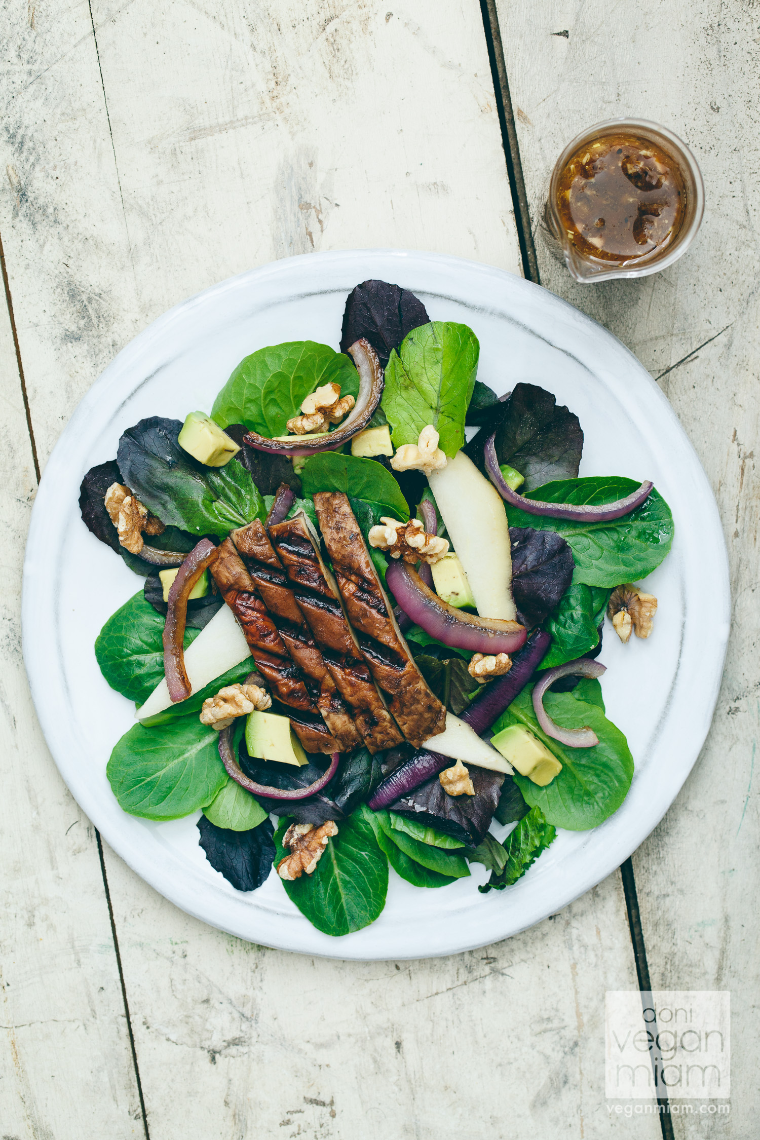 Walnut, Avocado & Pear Salad