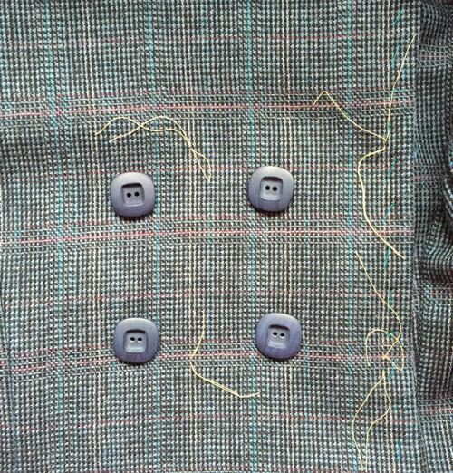 Quart coat button choice