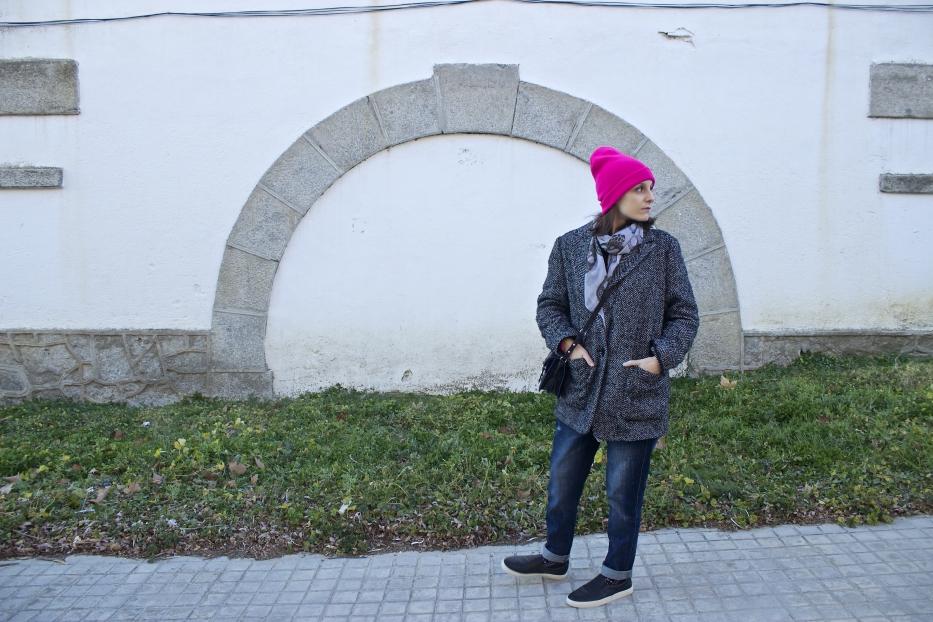 lara-vazquez-madlula-style-streetstyle-look-pink-beanie