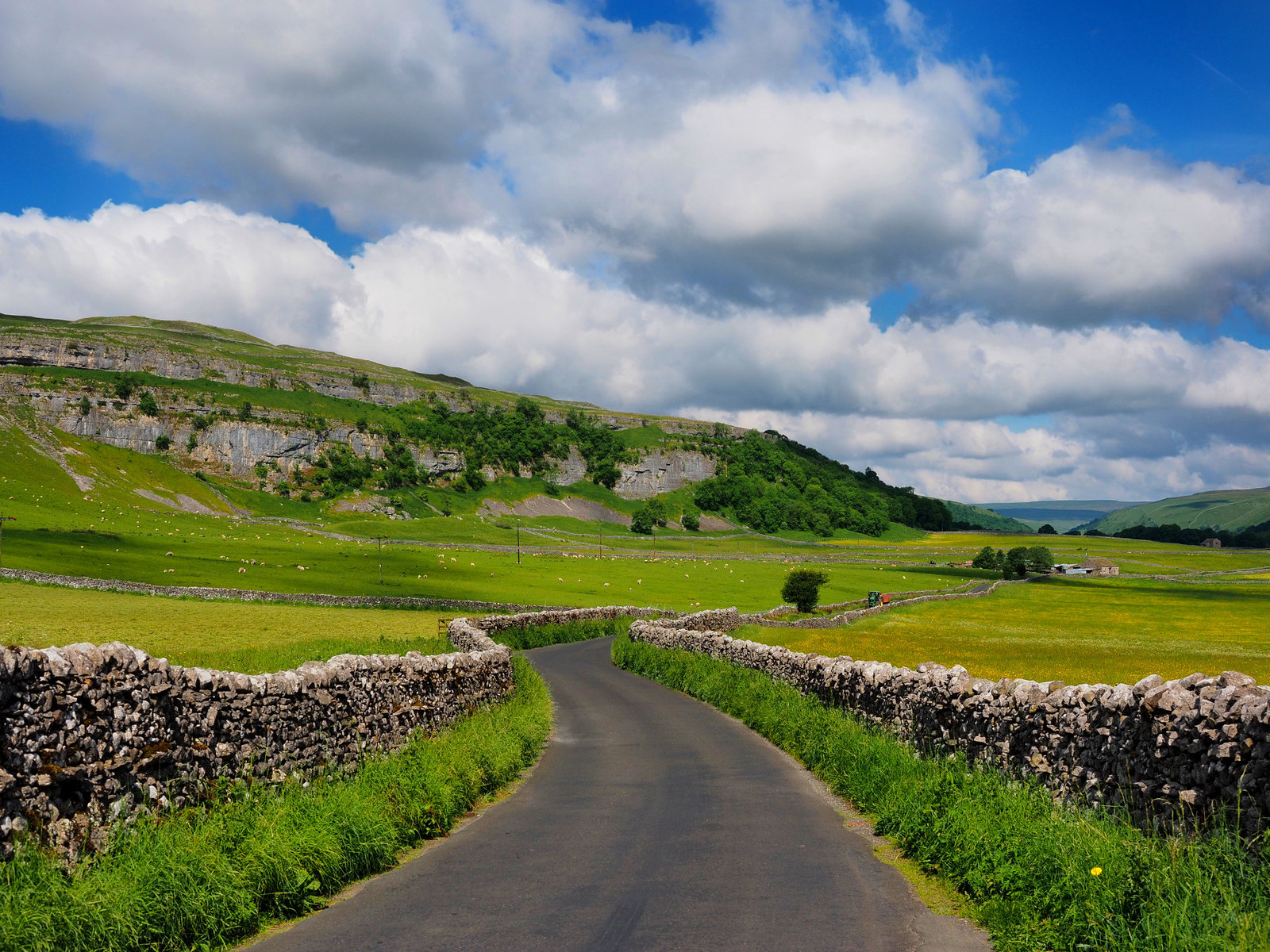 Winding road through Littondale. Credit Kreuzschnabel