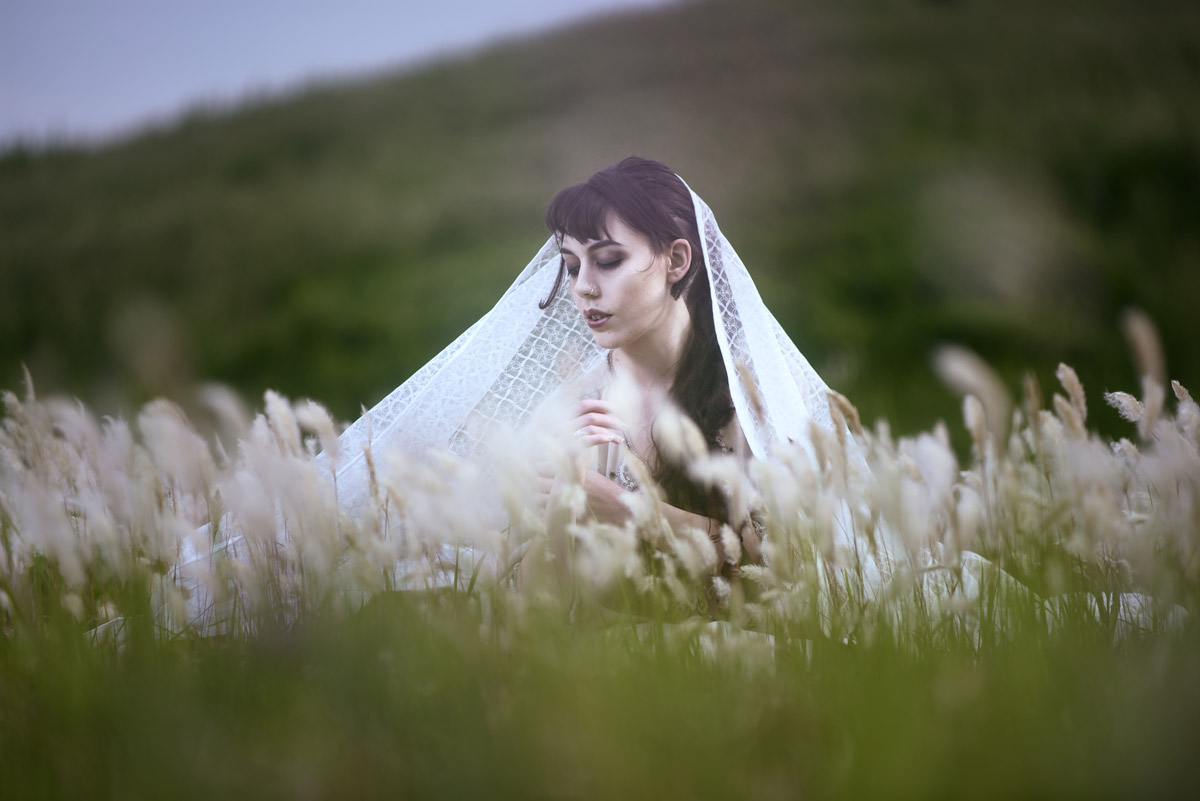 Gestalta photographed by Akiomi Kuroda. Melancholia wearing a white veil.