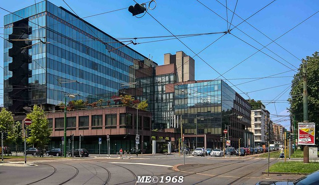 Milano - Ex Palazzo IBM ora Carta SI - C.so Sempione