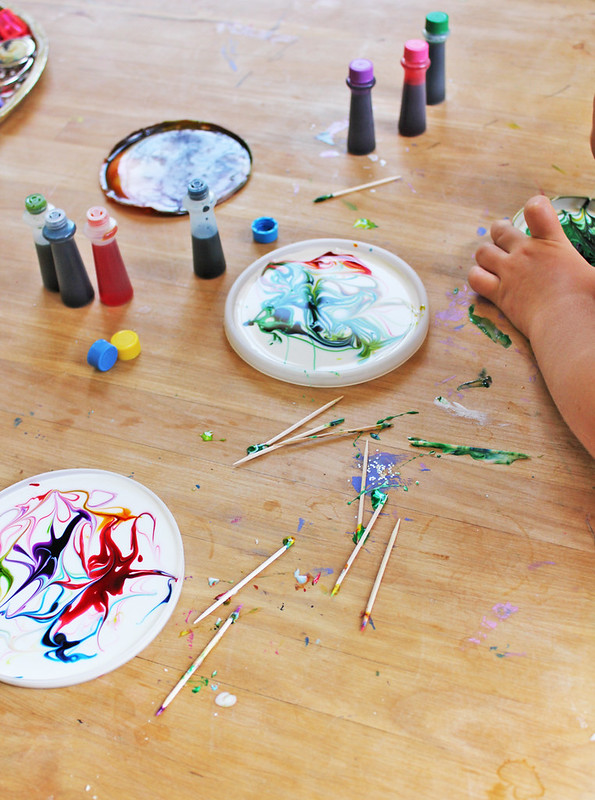 Easy kids craft: Make Cosmic Suncatchers from glue and food coloring!
