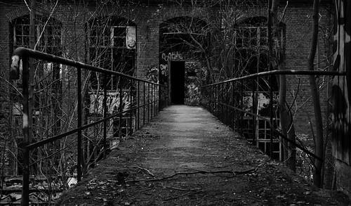 old bridge bw building abandoned finland dark blackwhite factory gloomy match tampere photowalking canonef24105mmf4lisusm canoneos5dmarkiii darktable